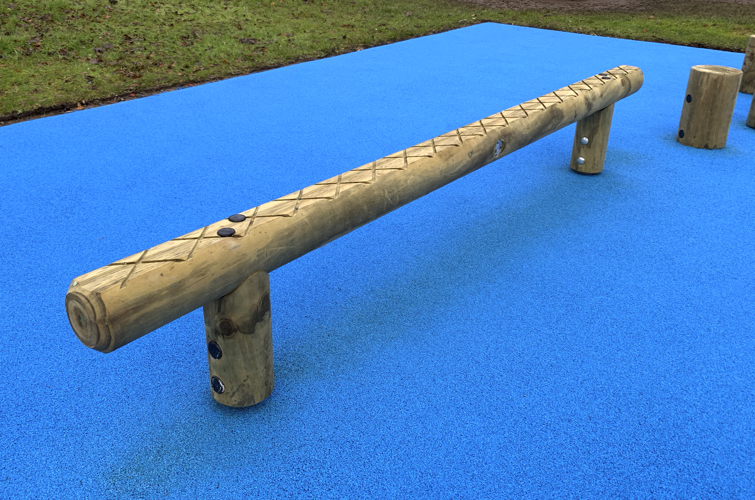 The timber balance walk sits on blue wetpour with Cross hatched top