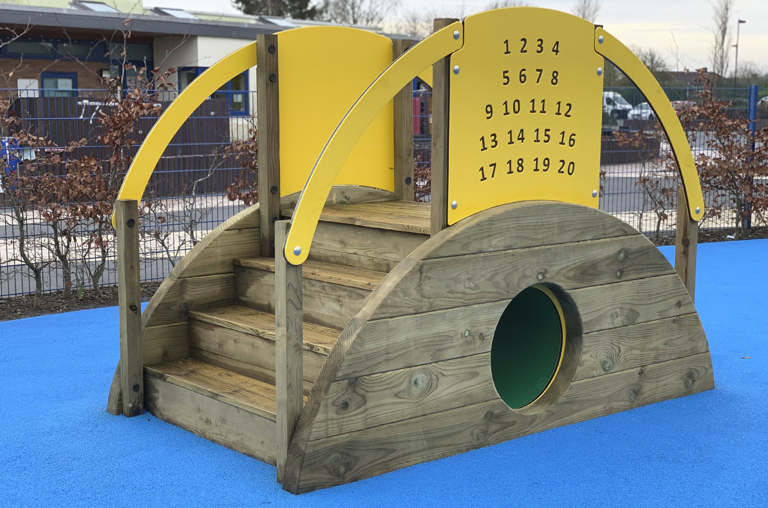 Sleeper Tunnel With Steps, the timber steps sit on the right with the green tunnel entrance at the centre. The yellow play panel show numbers 1-20
